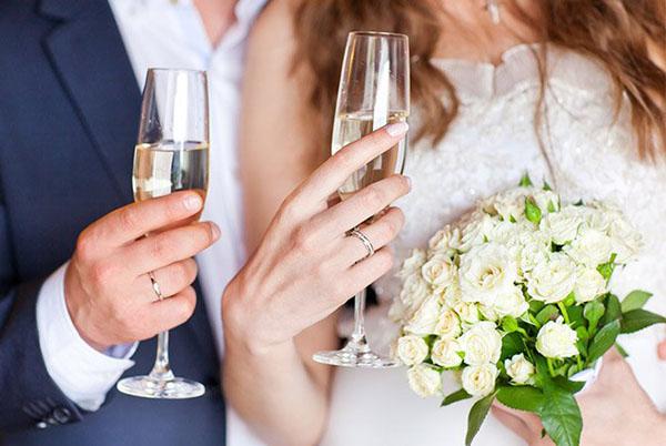 Brindisi arrivo sposi